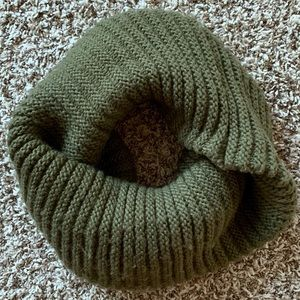 Chunky Knit Infinity Scarf Olive Green
